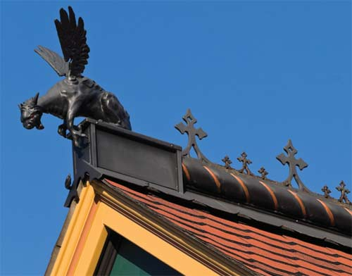 Ornamenting the roof old house online