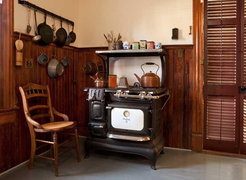 An authentic victorian kitchen design old house online for Victorian kitchen designs