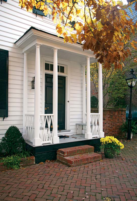 Colonial architecture in alexandria virginia old house for Colonial porch columns