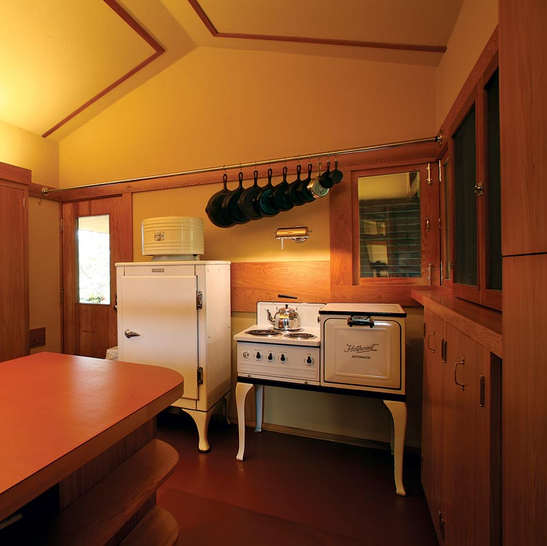 Restoring a frank lloyd wright kitchen old house online for Frank lloyd wright kitchen ideas