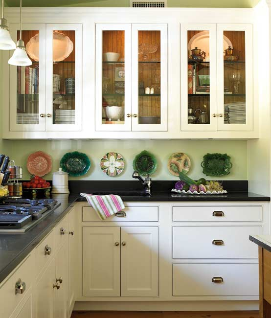 Timeless tips for remodeling a kitchen old house online for Classic timeless kitchen designs