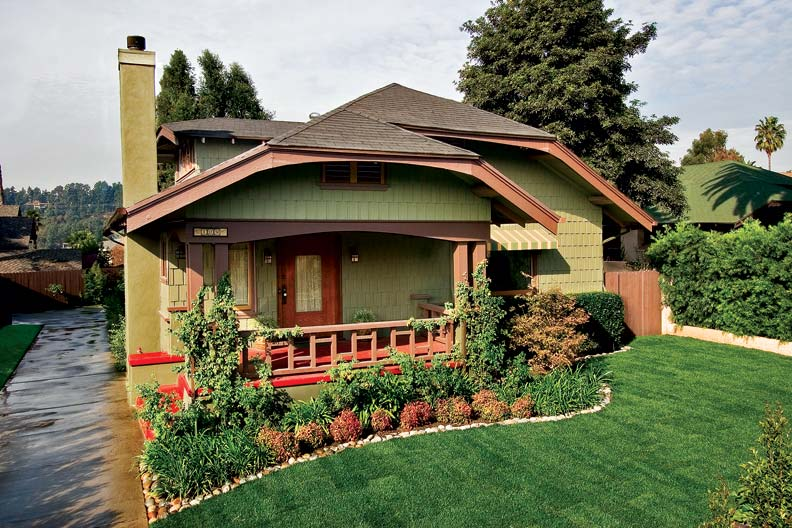 Craftsman makeover for a california bungalow old house for Arts and crafts house colors