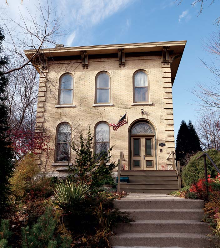 Reviving an italianate house in milwaukee old house for Italianate homes for sale