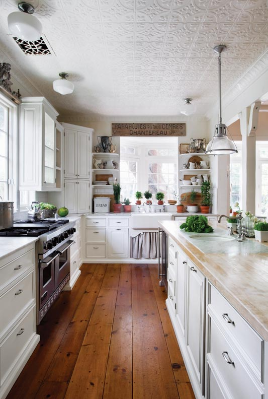 5 ways to design a traditional kitchen old house online for Period kitchen design