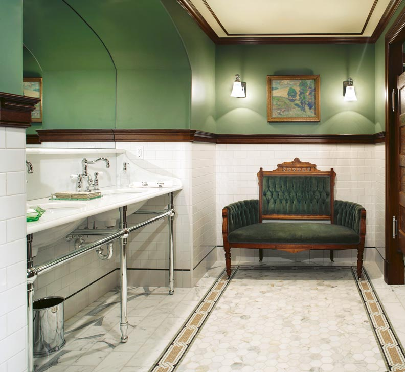 ideas from an irish pub bathroom old house online old azul y blanco los colores de moda para interiores
