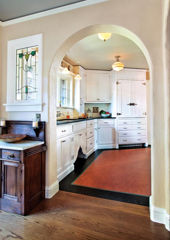 Classic white kitchen for a 1920s tudor old house online for Modern 1920 s kitchen