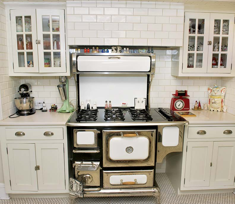 Inspired by the black and white tiled kitchens of the for Kitchen cabinets vintage