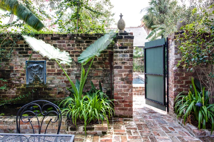 Historic retreats audubon cottages in new orleans old for Small shady courtyard ideas
